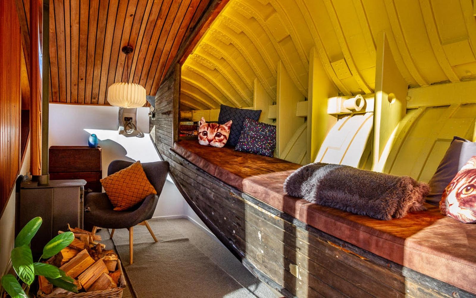 GlynHubbard_Iona-lounge-1600x1000_c